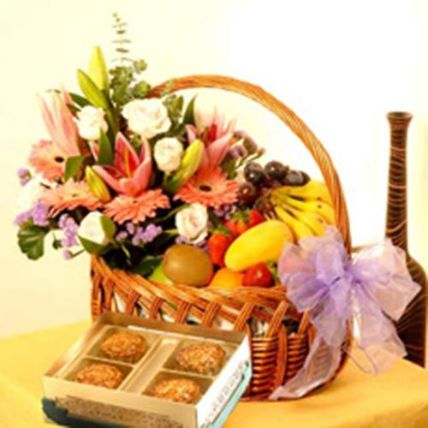 Fruits With Flower Bouquet: Chinese New Year Gifts